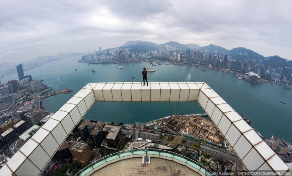 IjcfFP8 - 25 Illegal Photographs That Urban Climbers Risked Their Lives To Take