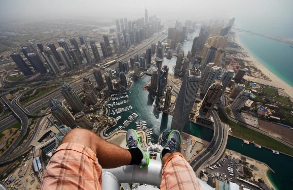 JGo0lMV - 25 Illegal Photographs That Urban Climbers Risked Their Lives To Take