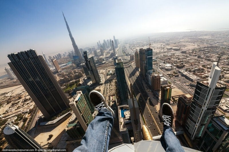 QNTzIXl - 25 Illegal Photographs That Urban Climbers Risked Their Lives To Take