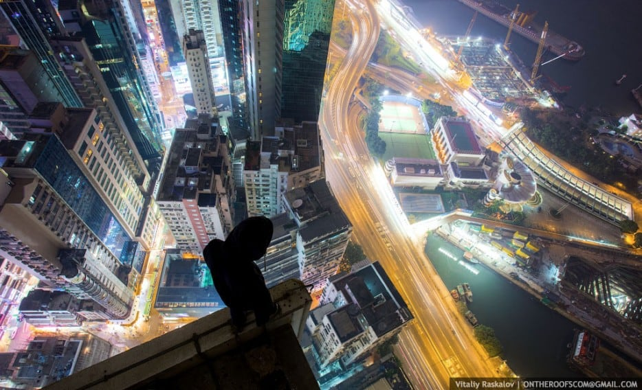 Xnl3BoU - 25 Illegal Photographs That Urban Climbers Risked Their Lives To Take