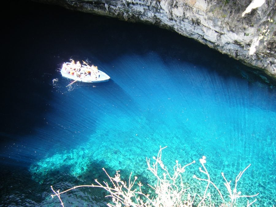 melissani_lake_greece_3