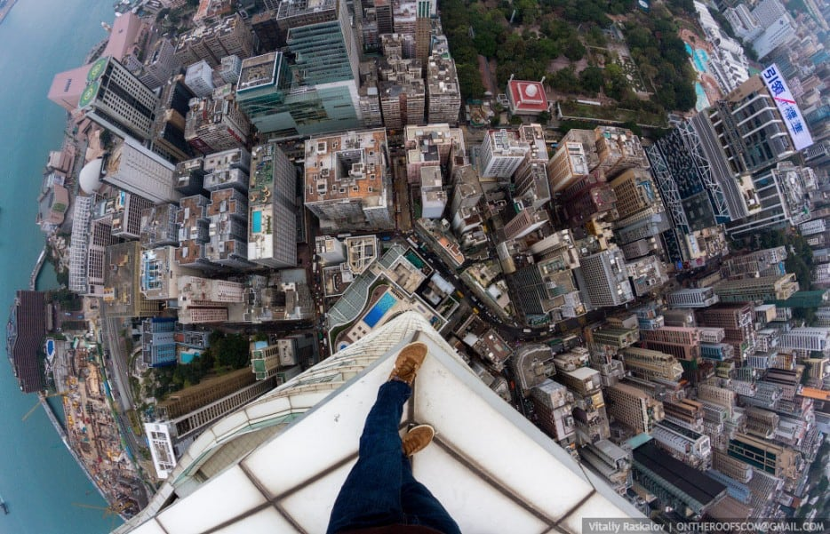 siKnhdp - 25 Illegal Photographs That Urban Climbers Risked Their Lives To Take