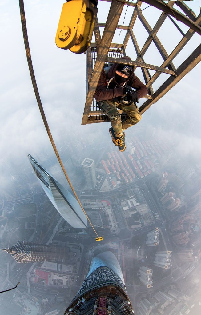 xOduxEP - 25 Illegal Photographs That Urban Climbers Risked Their Lives To Take