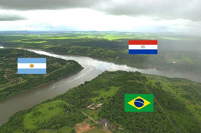 15 Awesome Photographs Of Interesting International Borders -