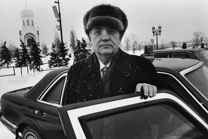 World Renowned Photographer Peter Turnley -russia, politics, france, black and white