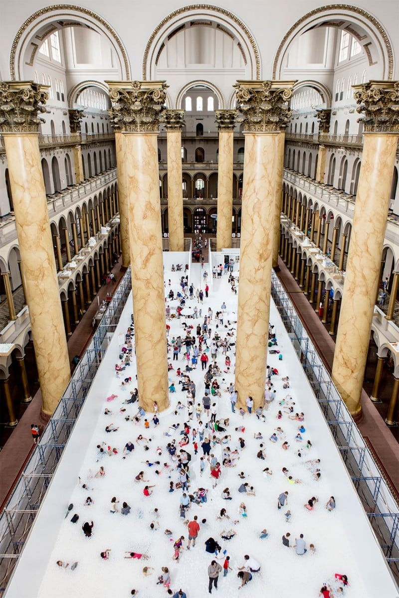 indoor-ball-pit-bubble-ocean-the-beach-snarkitecture-national-building-museum-111