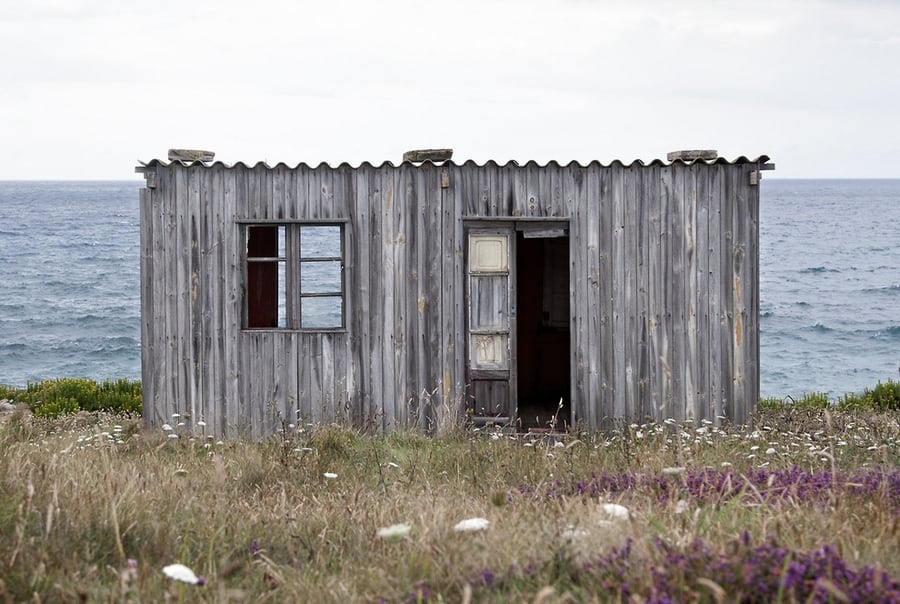 the-most-beautiful-abandoned-cabins-waiting-for-owners-to-come-1