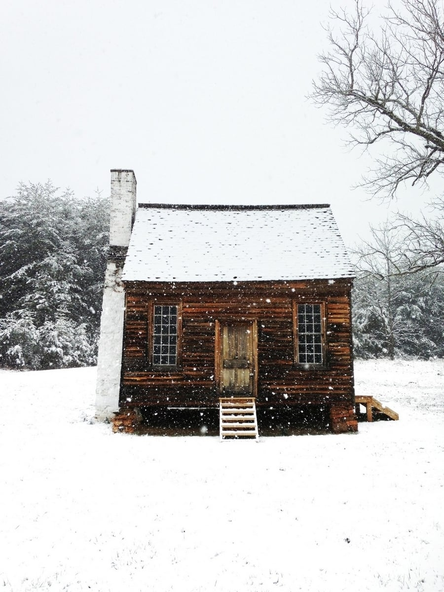 the-most-beautiful-abandoned-cabins-waiting-for-owners-to-come-11