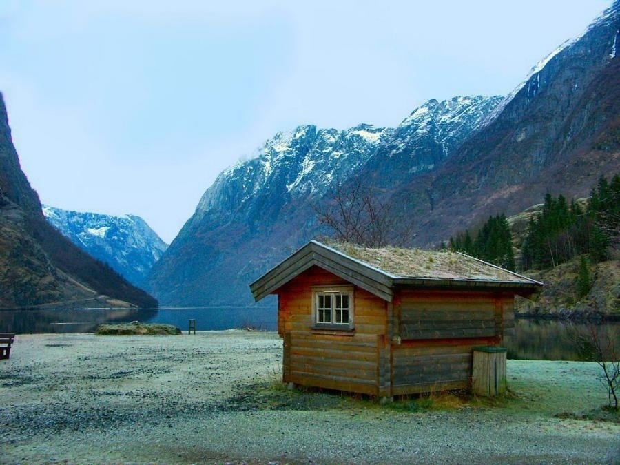 the-most-beautiful-abandoned-cabins-waiting-for-owners-to-come-16