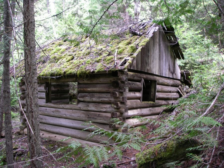 the-most-beautiful-abandoned-cabins-waiting-for-owners-to-come-27