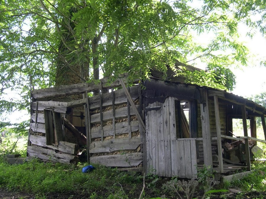 the-most-beautiful-abandoned-cabins-waiting-for-owners-to-come-32