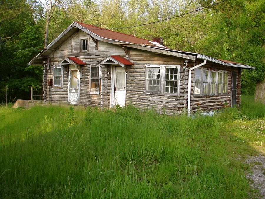the-most-beautiful-abandoned-cabins-waiting-for-owners-to-come-33