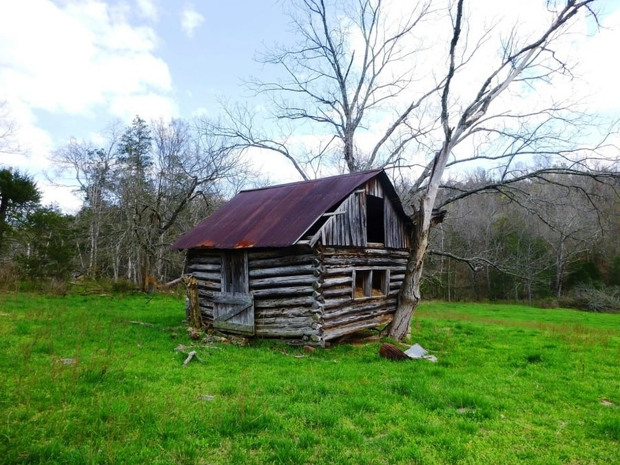 the-most-beautiful-abandoned-cabins-waiting-for-owners-to-come-6
