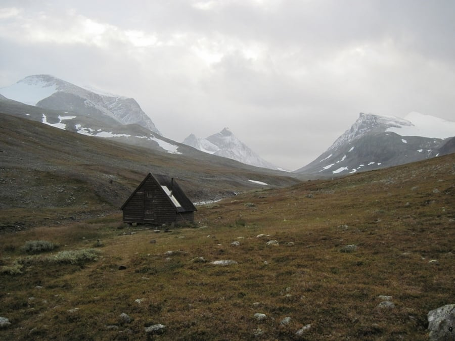 the-most-beautiful-abandoned-cabins-waiting-for-owners-to-come-7