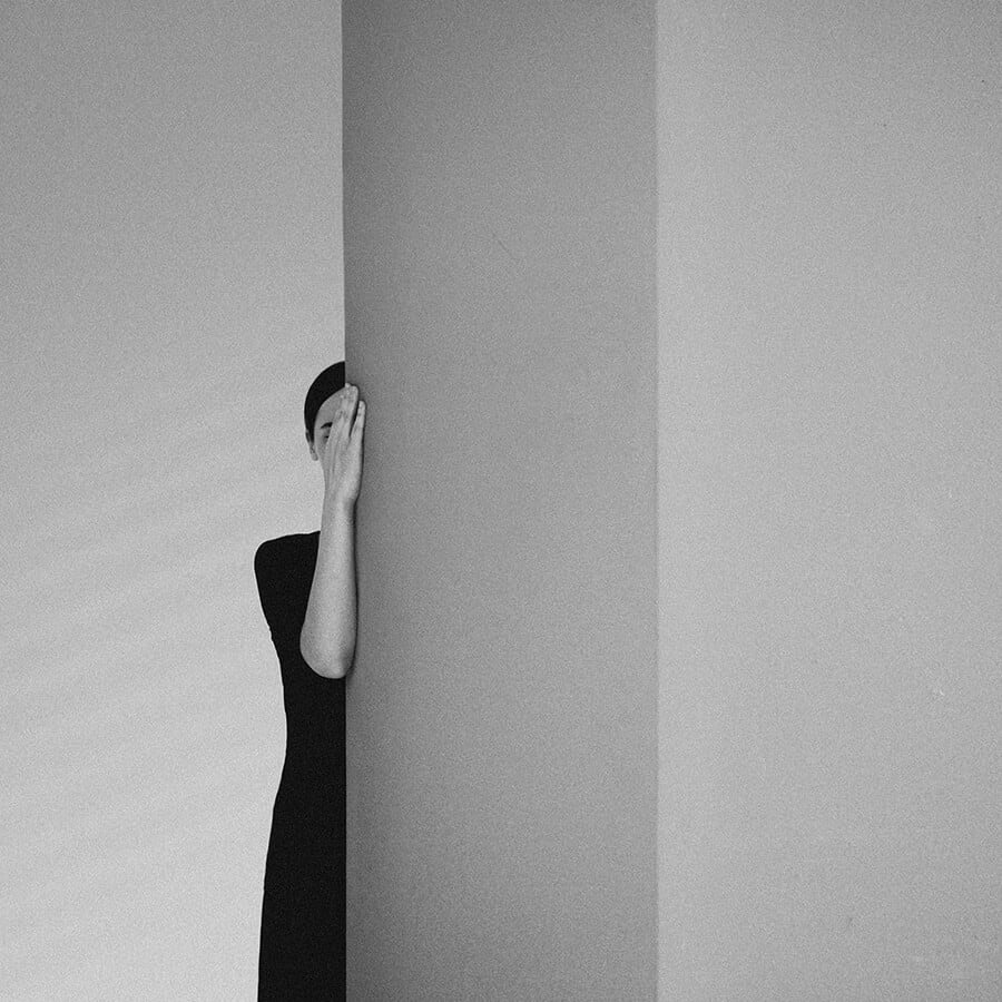 211 - Surreal Black and White Self-Portraits by Noell Oszvald