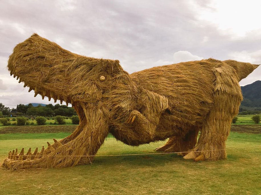 These Giant Straw Dinosaurs Attack Japanese Fields -japan