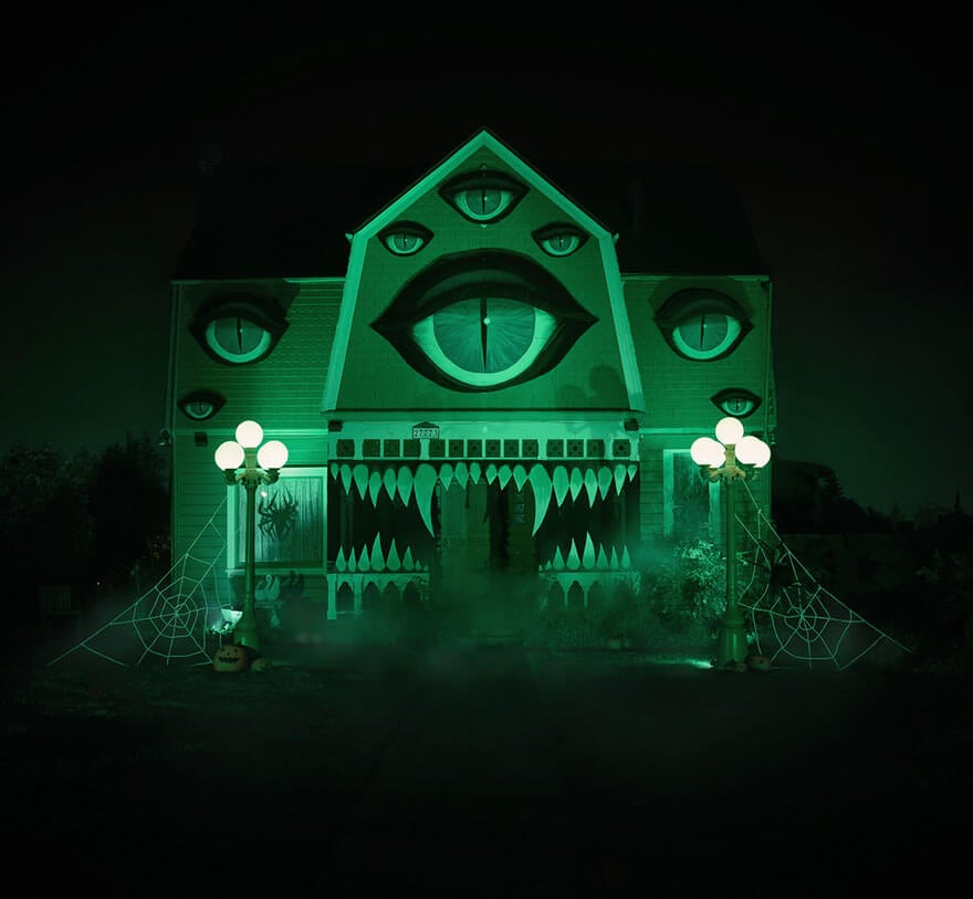 Artist Transforms Parents' Home Into Haunted House for Halloween -house, haunted, Halloween