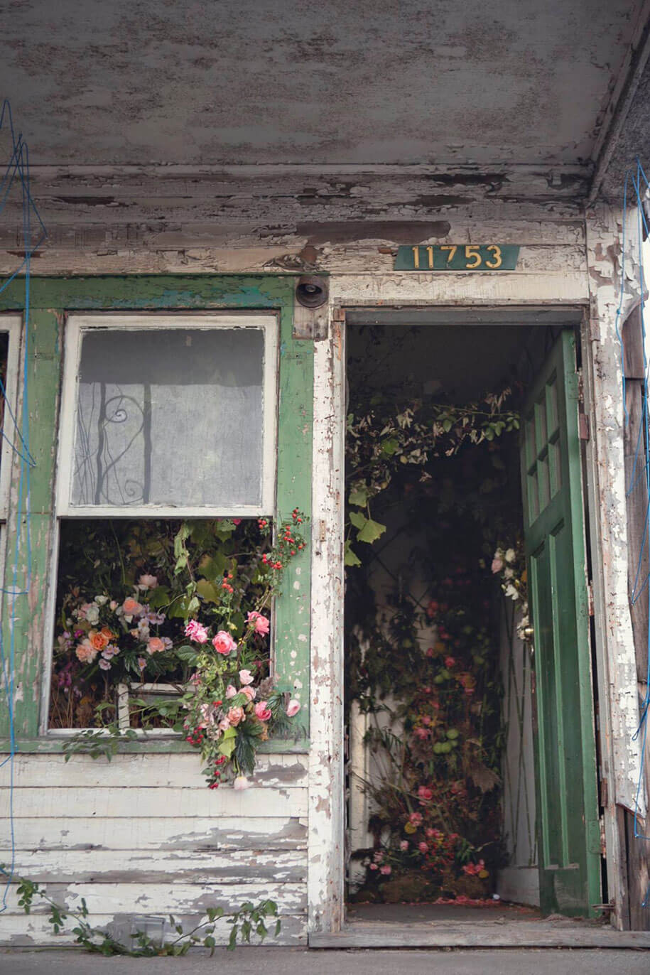 abandoned-house-transformed-flower-house-lisa-waud-heather-saunders-31