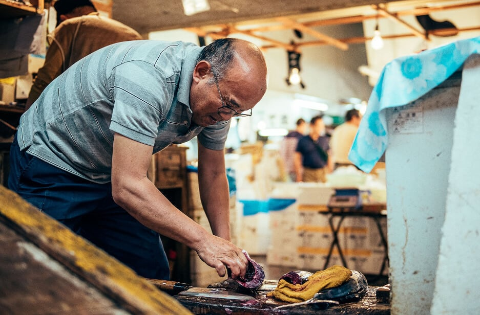Intimate Portraits Capture Workers at the Tsukiji Fish Market in Tokyo -travel, Tokyo, photography
