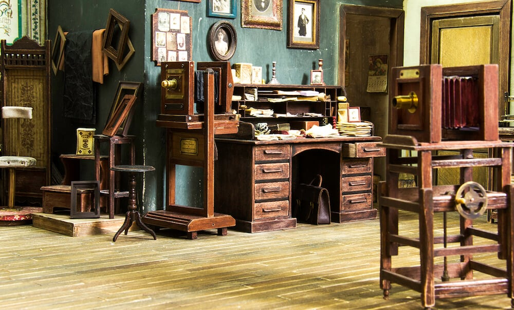 Artist Built Historically Accurate 19th Century Photo Studio in 1:12 Scale -studio, miniature, crafts, artist