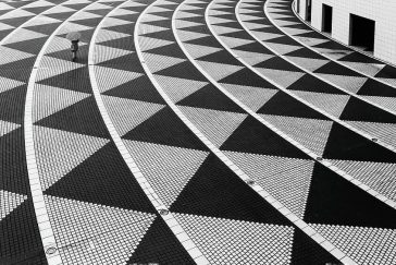 Noir and Minimalist Street Photography That Depicts the Quieter Side of Tokyo -Tokyo, photography, photographer, black and white