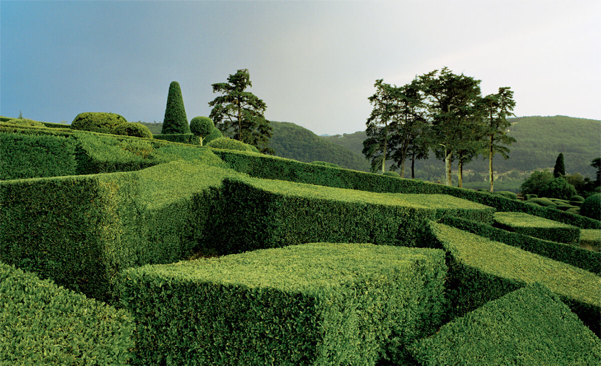 Abstract views of the marqueyssac topiary gardens gt freeyork for Marqueyssac topiary gardens philippe jarrigeon