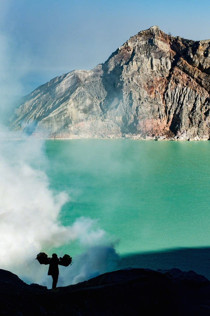 DavideDeConti1 - Photographer Documents The Difficult Labor of Sulfur Miners at Indonesia's Kawah Ijen Volcano