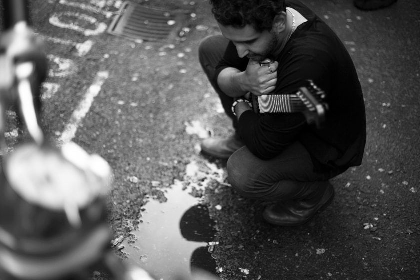 Photographer Survives In London By Taking Photos Of 100 Musicians And Living Off Whatever They Can Pay Him -musicians, london, black n white