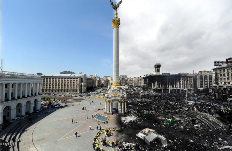 Photo of the Week: Shocking view of Independence Square in Kiev before and after a political crisis -ukraine