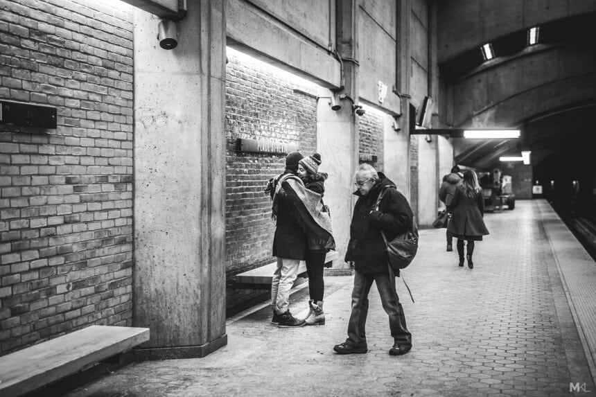 Photographer Captures Couples Making Love in Public Places -public, LOVE, kiss, black and white