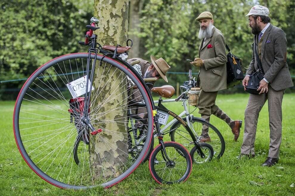 The Tweed Run 2016: Hundreds of Classiest Cyclists Take a Ride on Streets of London -london, bicycle