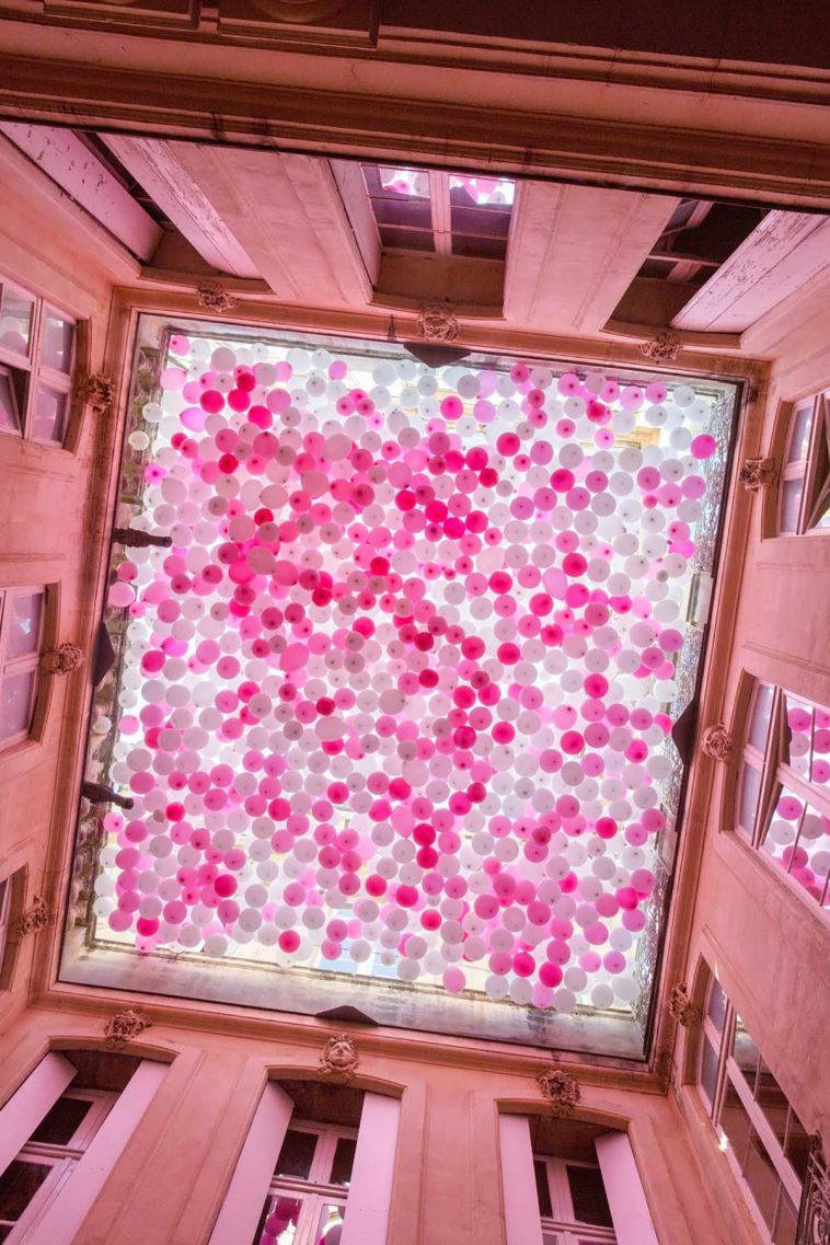 A Ceiling of Balloons Mimics the Fall of Cherry Blossoms -gotrend