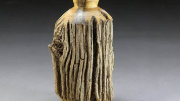 Artist Transforms Raw Chunks of Logs Into Vases -wooden sculptures, wood, sculptures
