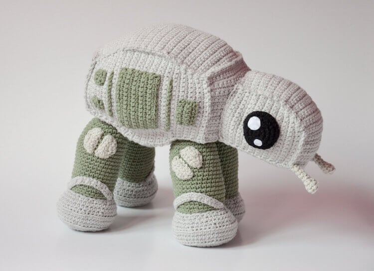 krawka 1 - Cute AT-AT Walker Crochet Pattern Lets You Make Your Own Star Wars Toy