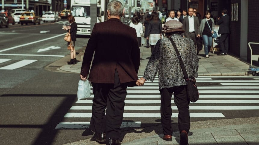 Vivid Photos of Japan That Mix Old Traditions with Throbbing Beat of Modern Life -