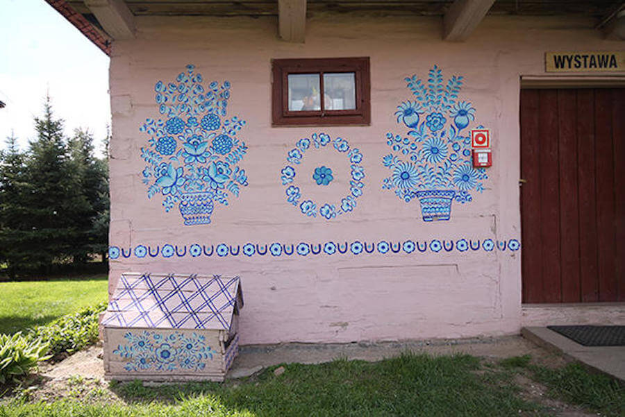 zalipie poland painted village fy 10 - Lovely Floral Paintings Drawn in Every Part of This Little Polish Village