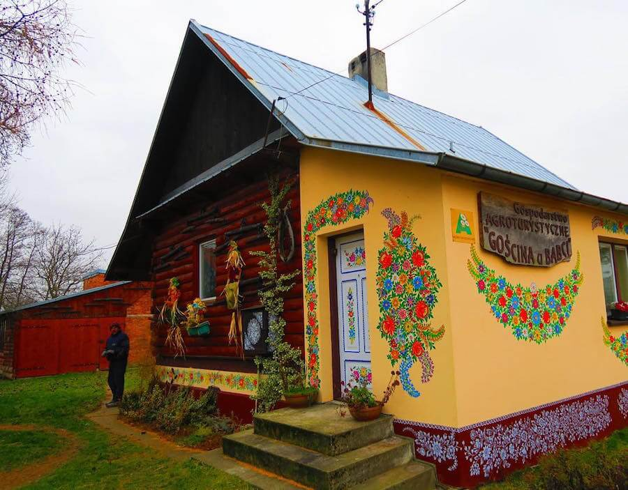 zalipie poland painted village fy 2 - Lovely Floral Paintings Drawn in Every Part of This Little Polish Village