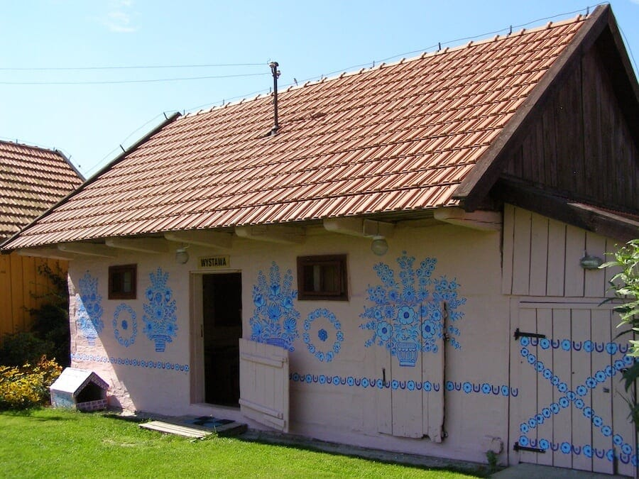 zalipie poland painted village fy 3 - Lovely Floral Paintings Drawn in Every Part of This Little Polish Village