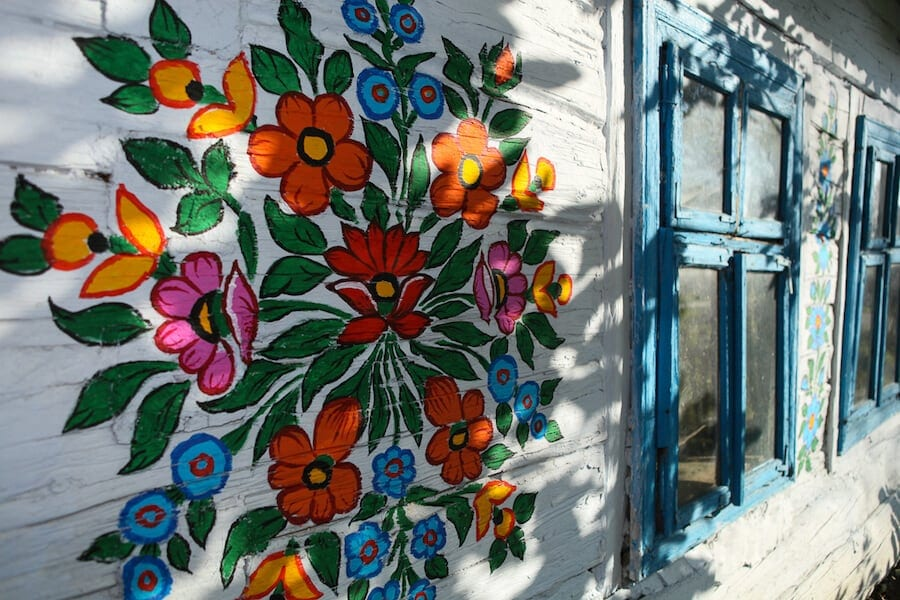 zalipie poland painted village fy 5 - Lovely Floral Paintings Drawn in Every Part of This Little Polish Village