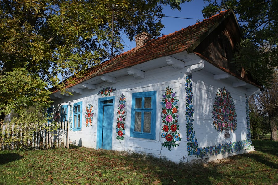 zalipie poland painted village fy 9 - Lovely Floral Paintings Drawn in Every Part of This Little Polish Village