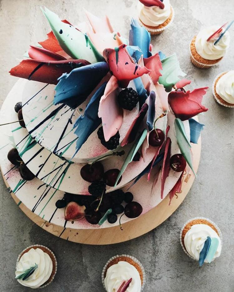 brushstroke cakes kalabasa fy 11 - Russian Bakery Bakes Cakes with a Painterly Twist