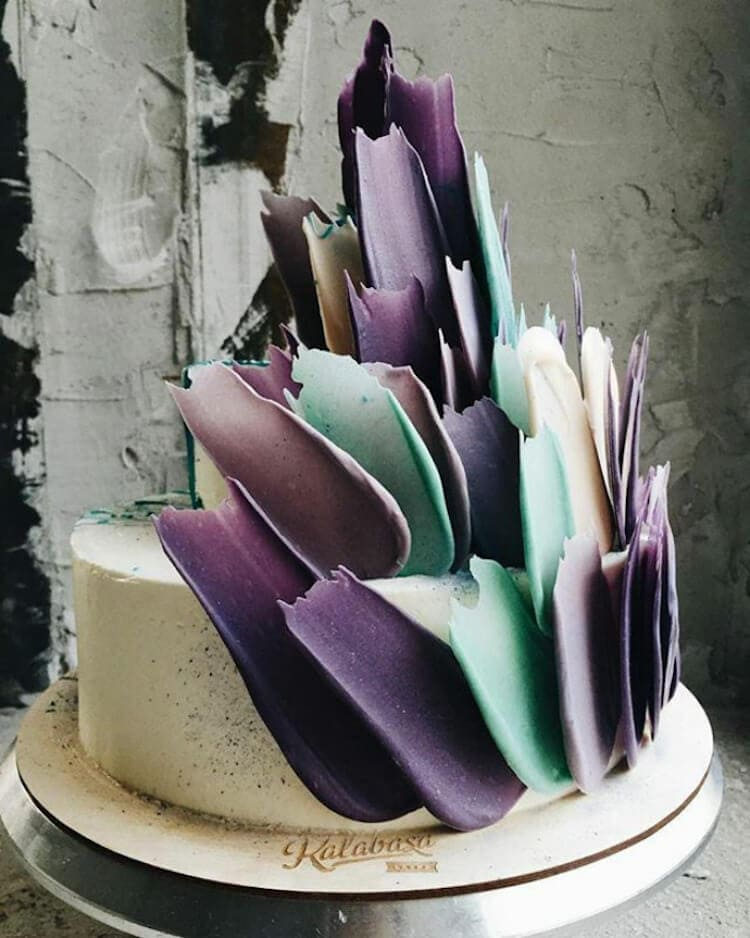 brushstroke cakes kalabasa fy 7 - Russian Bakery Bakes Cakes with a Painterly Twist