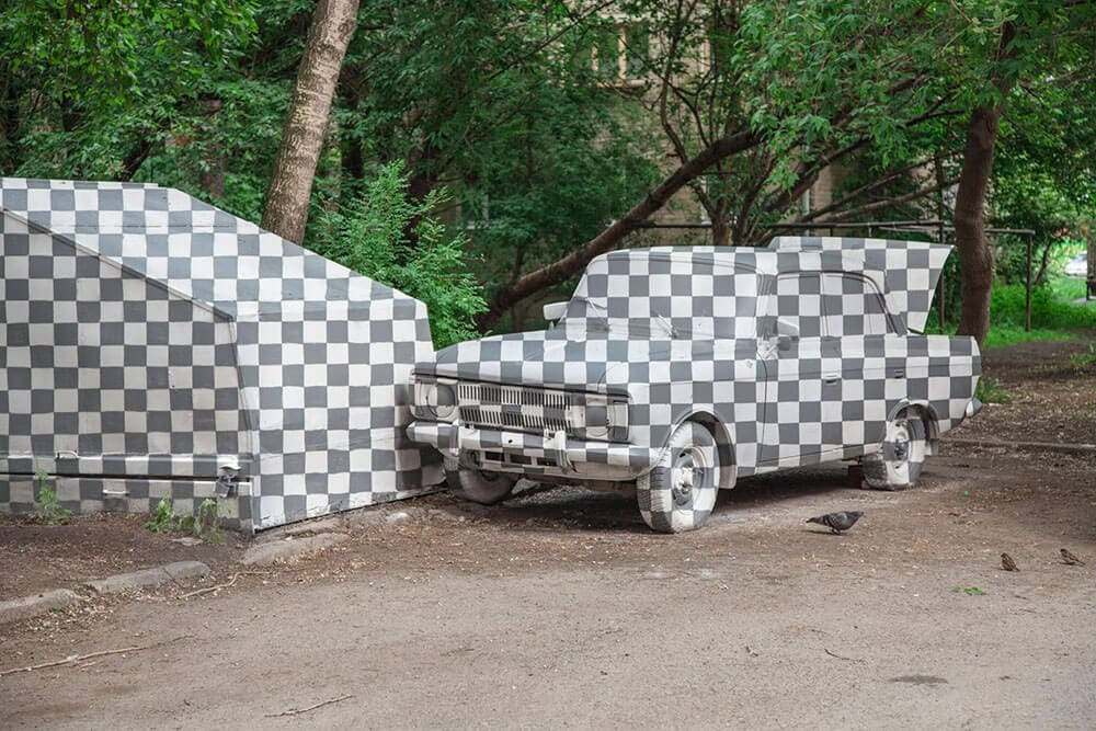 Russian Street Artists Erase Graffiti with an Anamorphic Illusion -russia, mural, graffiti