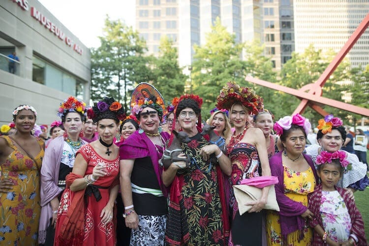 Thousands of People Dress Up as Frida Kahlo to Break a World Record -
