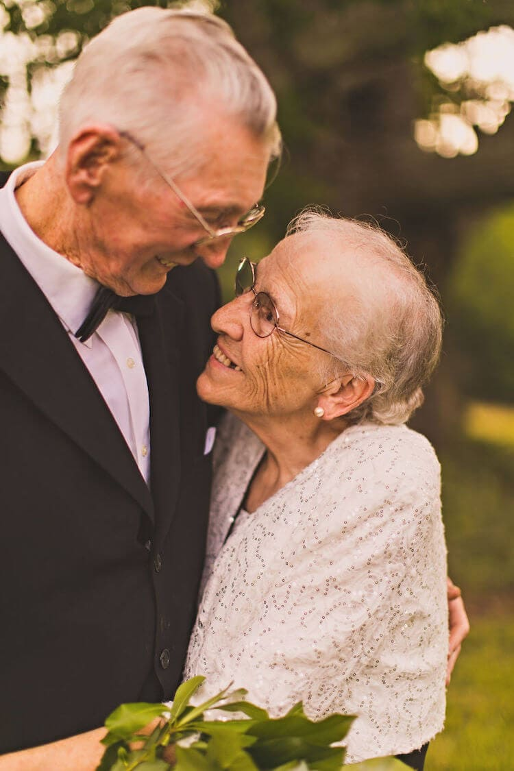 Elderly Couple with Dementia Celebrate 65th Anniversary with Loveable Photo Session -