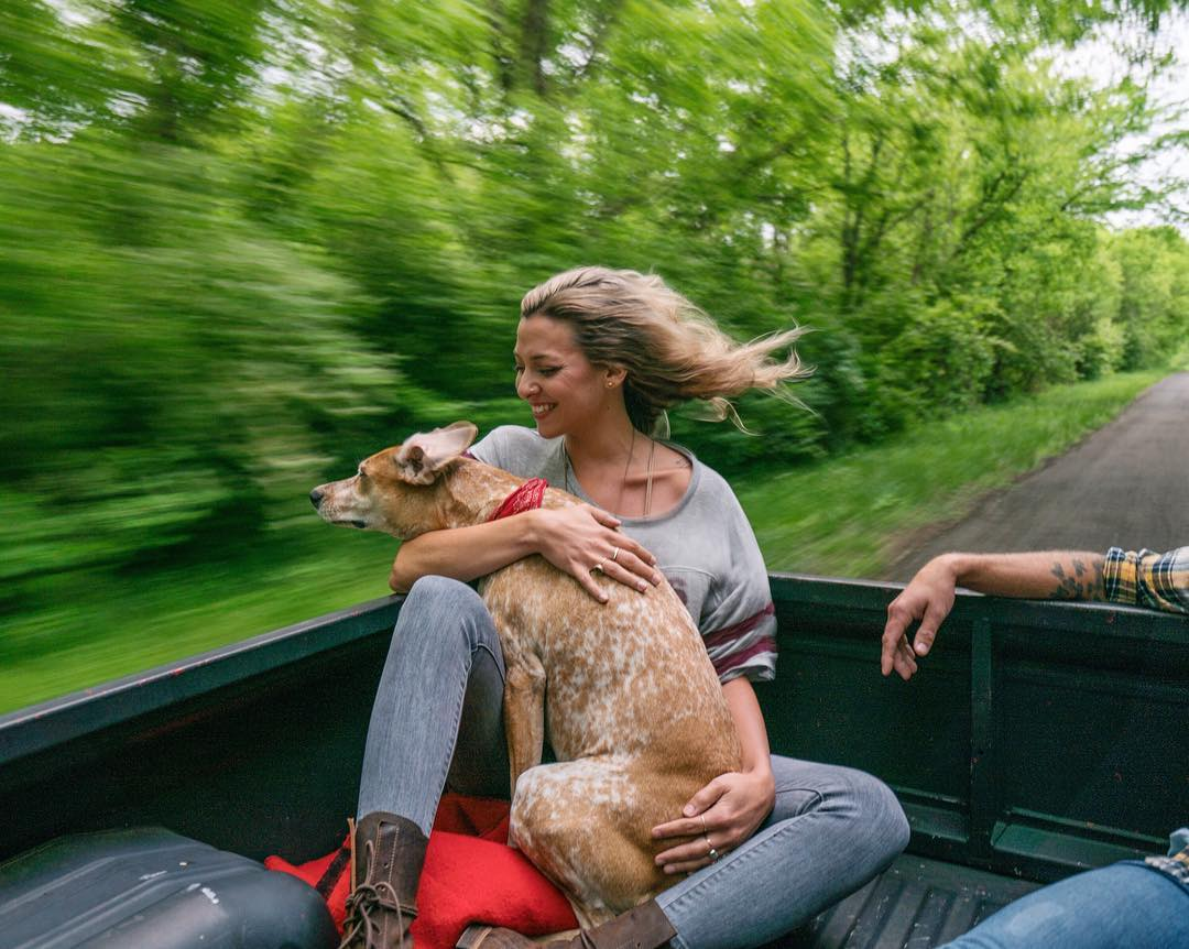 Wandering photographer continues to record life on the road with his Maddie the Coonhound -travel, mountains, dog