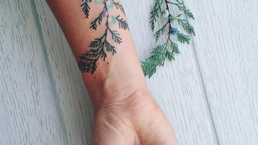 Pis Saro's Refined Botanical Tattoos -tattoo