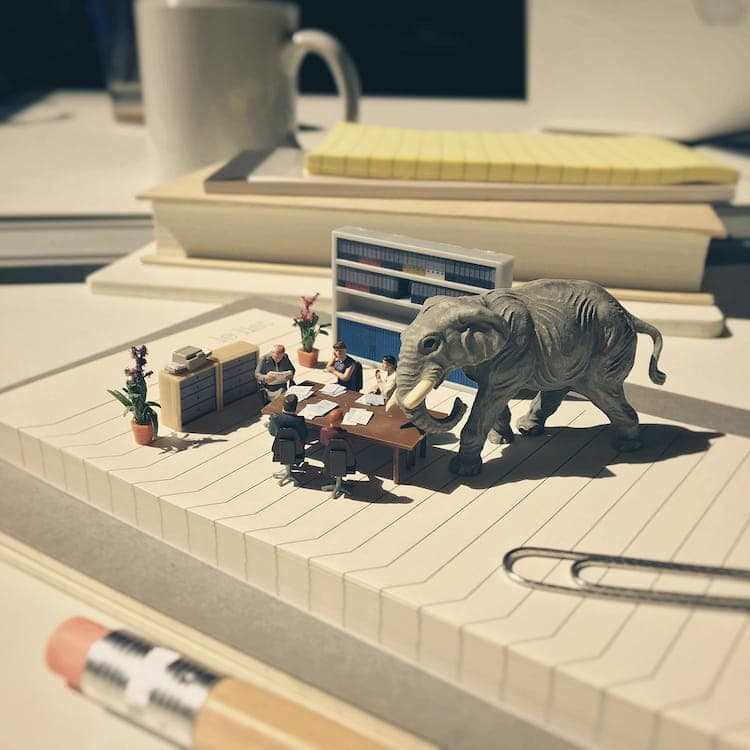 Quirky Miniature Scenes Depict the Struggles and Victories of Daily Office Routine -miniature, mini-sculptures