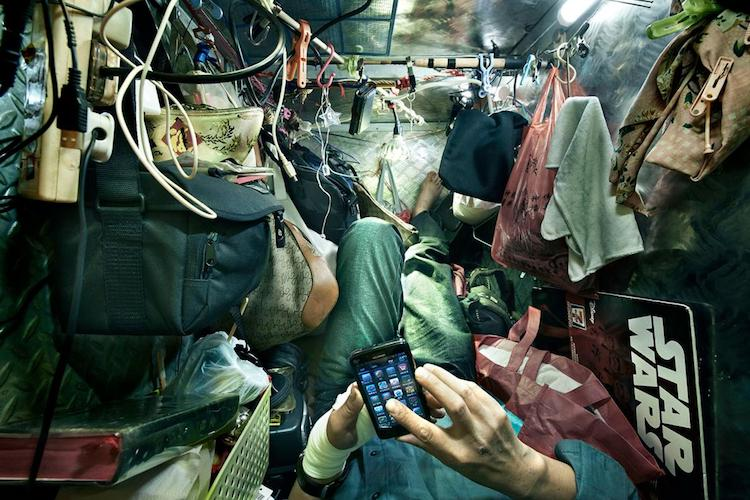 """Stunning Photos of Hong Kong's """"Coffin Cubicles"""" Show Extremely Uncomfortable Living Conditions -"""