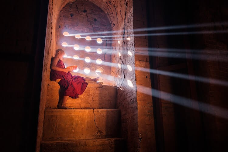 Nomading Photographer Captures the Peaceful Beauty of Young Monks -monks, asi